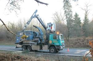 Машина для уборки деревьев